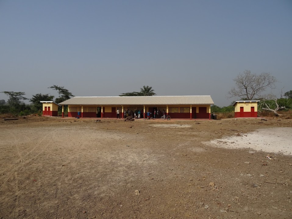 The construction work on the school in Tambindje in Guinea is finished.