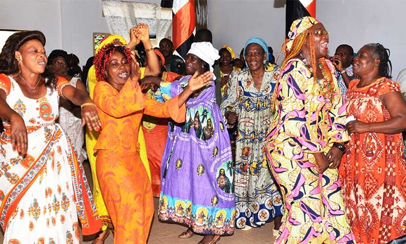 Digital Centre Cameroon women danse