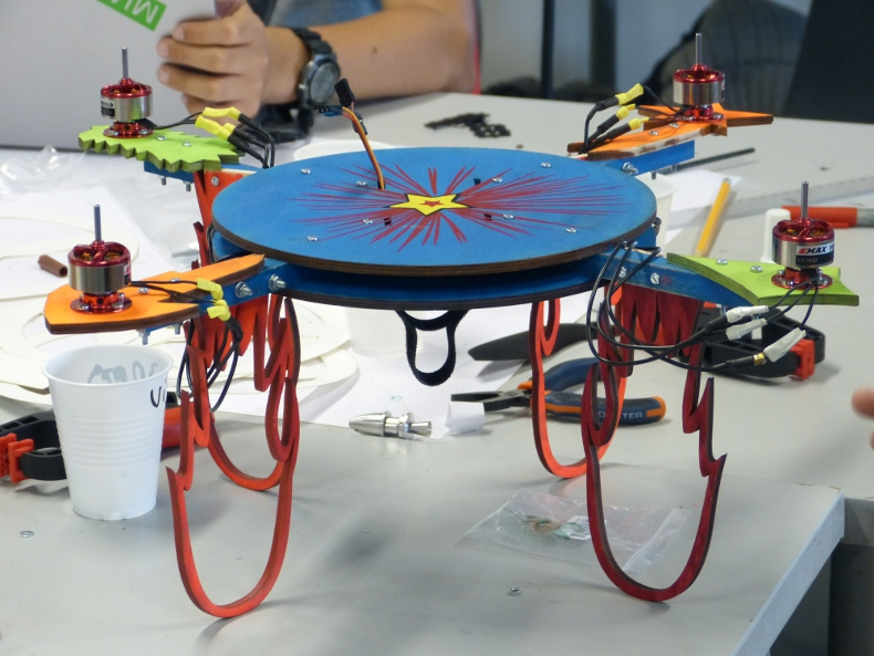 drone cles with Au Fablab De Cap Sciences 5 Jours on 8ce29bb6 230c 4499 Aaa3 30c19ad29c2b France Finistere 29 Mer D Iroise Iles Du Ponant Parc Natu also Carte De Voeux Video Helen Traiteur furthermore Dashcam Double Cameras Avant 260 Degres Camera De Recul 130 Degres together with 8b6bc3d7 3510 4d01 99ed 7e79de2b3bdb France Finistere 29 Ile De Sein Chaussee De Sein Parc Nat likewise 74afe600 67fd 11e3 A46a 073c36db8c4e Aeroport Nantes Atlantique.