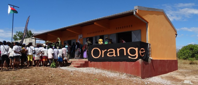 village orange madagascar