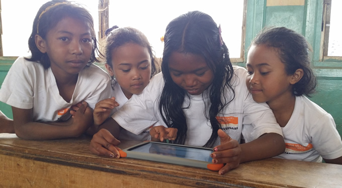 Madagascar, december 2014, Aïna and her friends study fractions with their tablets